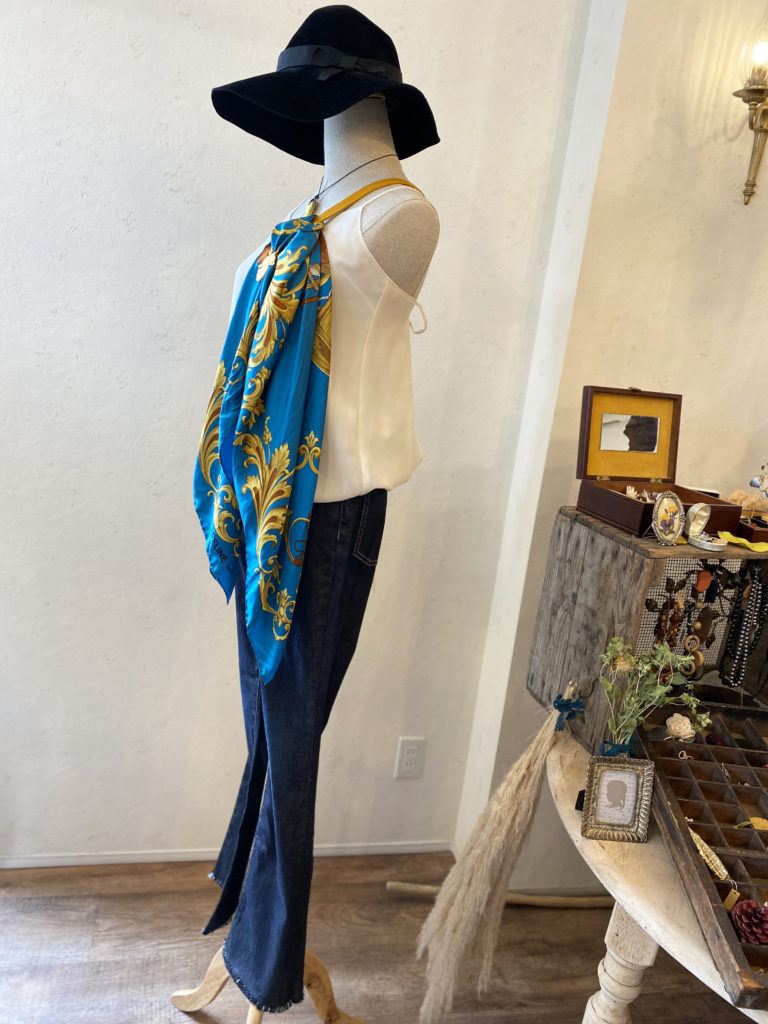 CELINE ラッパ柄スカーフ